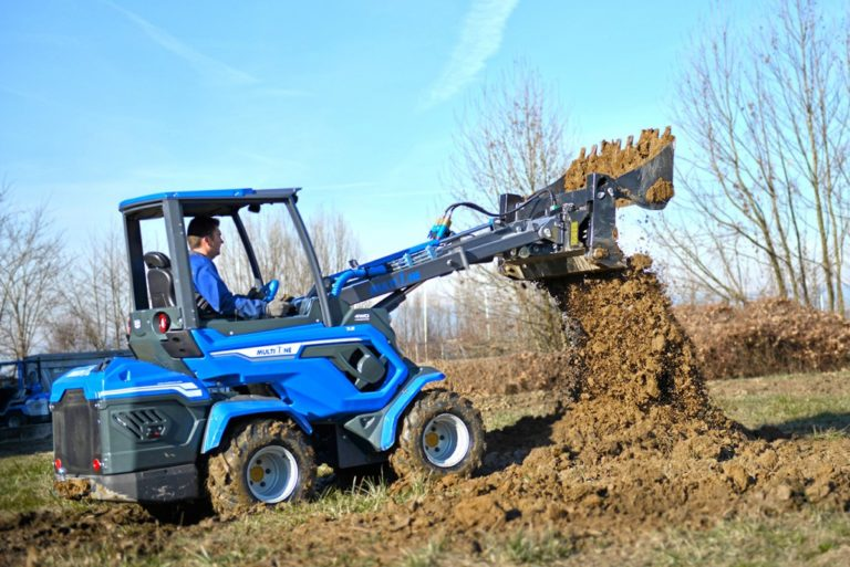 MultiOne-mini-loader-7-series-with-multipurpose-bucket21-1030x688